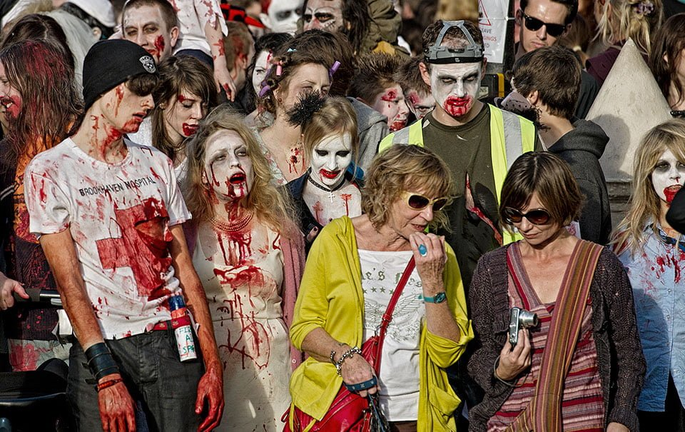 Editorial-people-photographer-brighton-beach of the dead